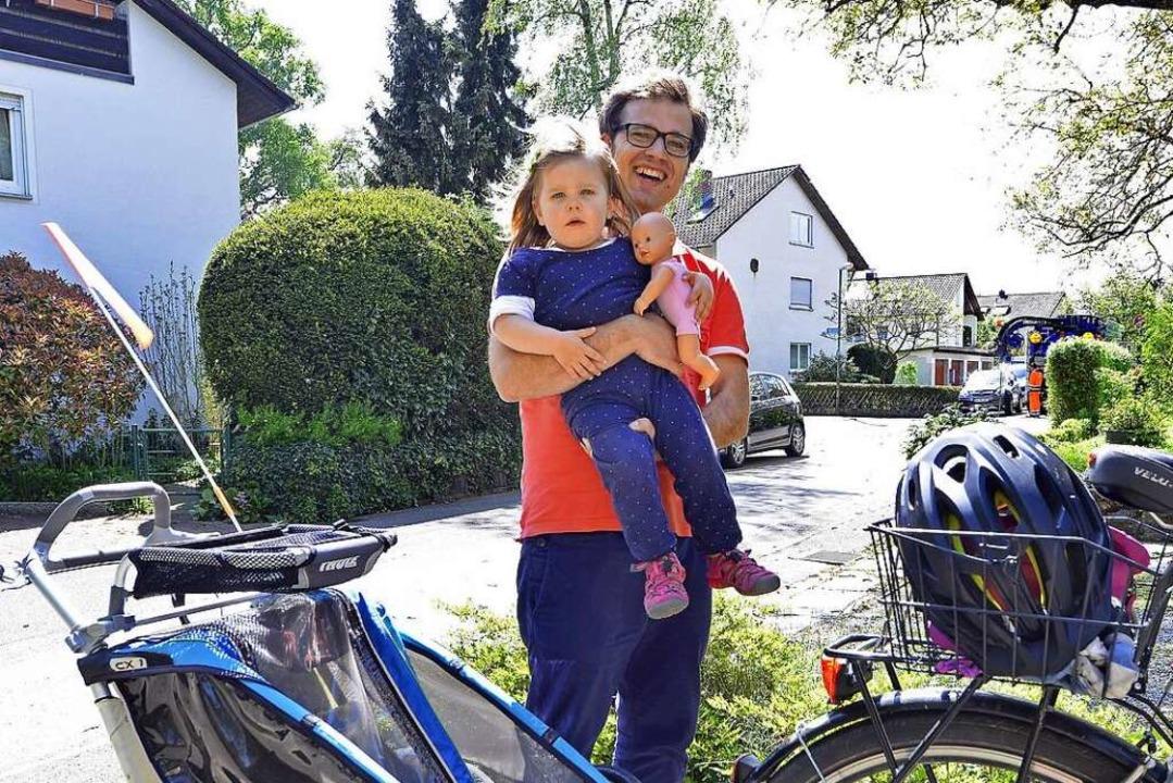Hauke Bestmann und seine zweijährige Tochter Marietta  | Foto: Michael Bamberger