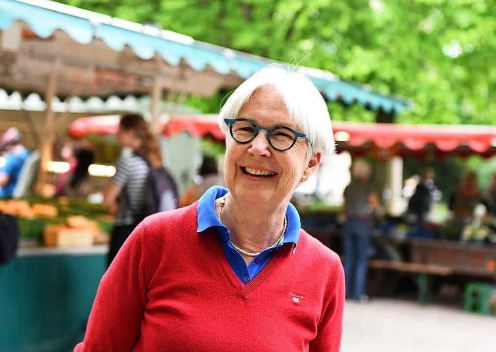 Eine Besucherin des Wiehremarkts fordert frischen Wind für Freiburg.  | Foto: Rita Eggstein