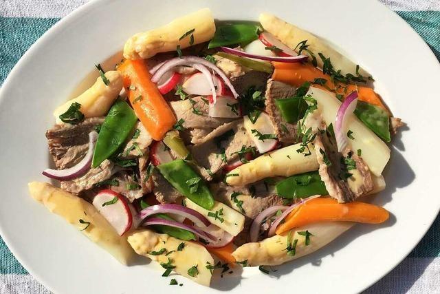 Spargel mal anders: So kocht man lauwarmen Rindfleisch-Spargel-Salat