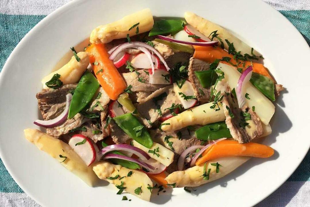 Man genieße ihn lauwarm:  Rindfleisch-Spargel-Salat   | Foto: Hans-Albert Stechl