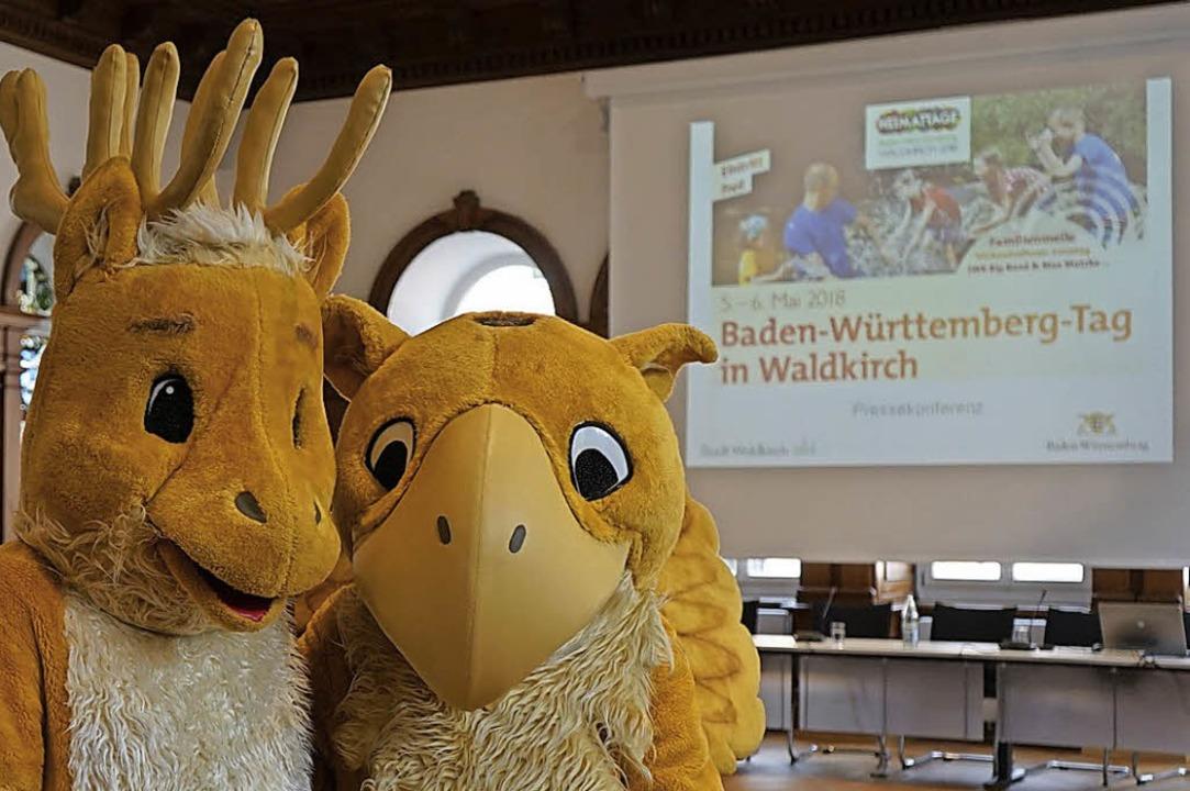 Die Maskottchen Hirsch und Greif mache...ge, die 2018 in Waldkirch stattfinden.    Foto:  stadt waldkirch