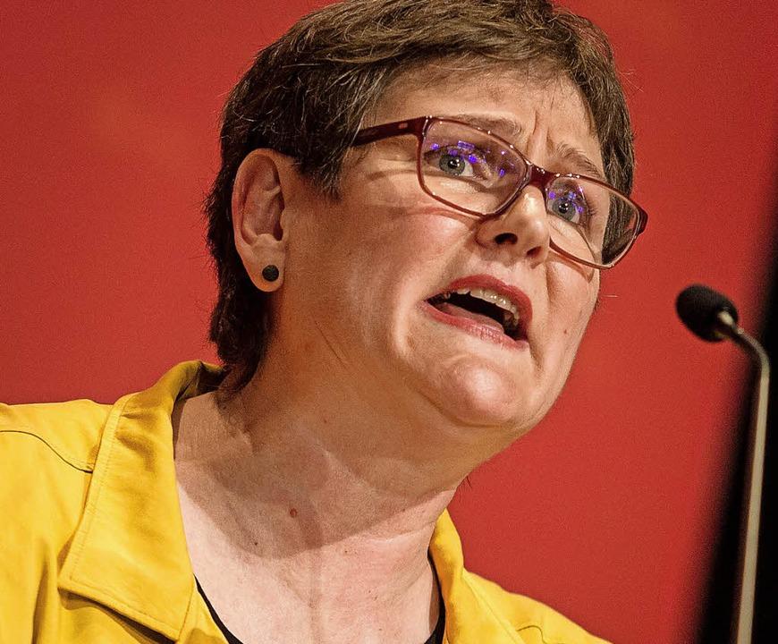 SPD-Landesvorsitzende Leni Breymaier l...usweg aus der grün-schwarzen Krise ab.  | Foto:  dpa