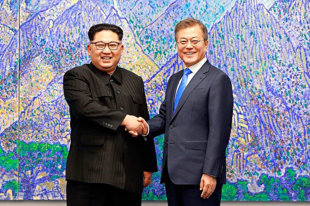 Kim Jong Un (l.) mit Südkoreas Präsident Moon Jae-in.    Foto: AFP