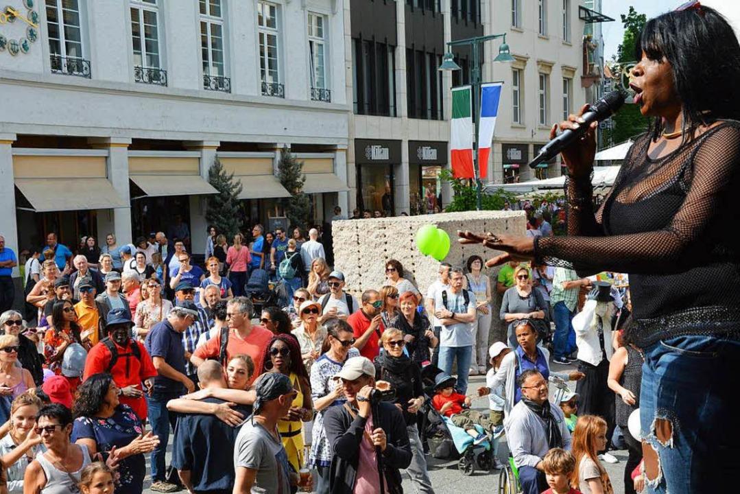 Raymaluz und die Ritmo Jazz Band  verw...ändische Piazza mit karibischem Flair.    Foto: Barbara Ruda