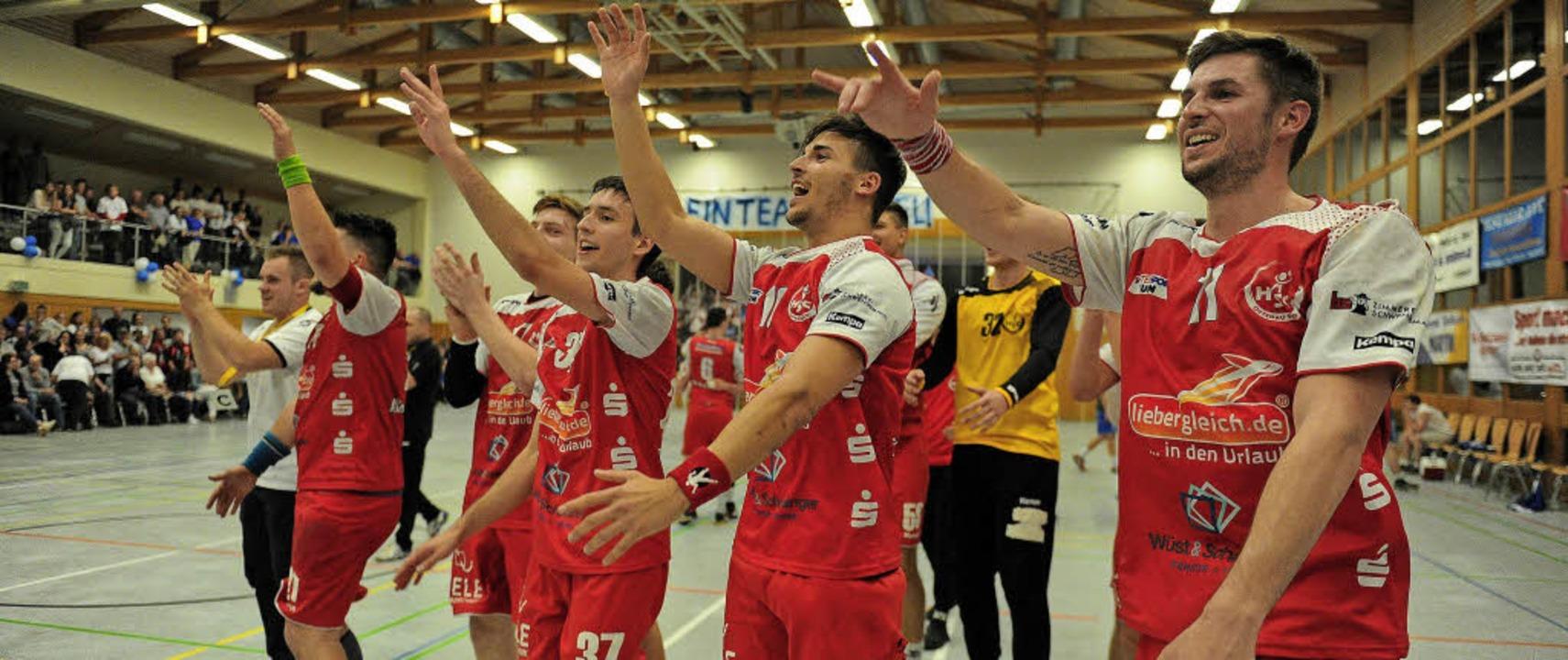 Die HSG Ortenau feiert das Unentschieden in Ohlsbach wie einen Sieg.   | Foto:  Pressebüro Schaller
