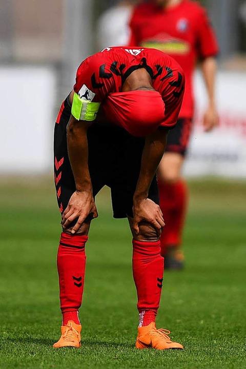 Elfmeter verschossen, Spiel verloren, ... in weiter Ferne: Mohamed Dräger (SCF)    Foto: Patrick Seeger