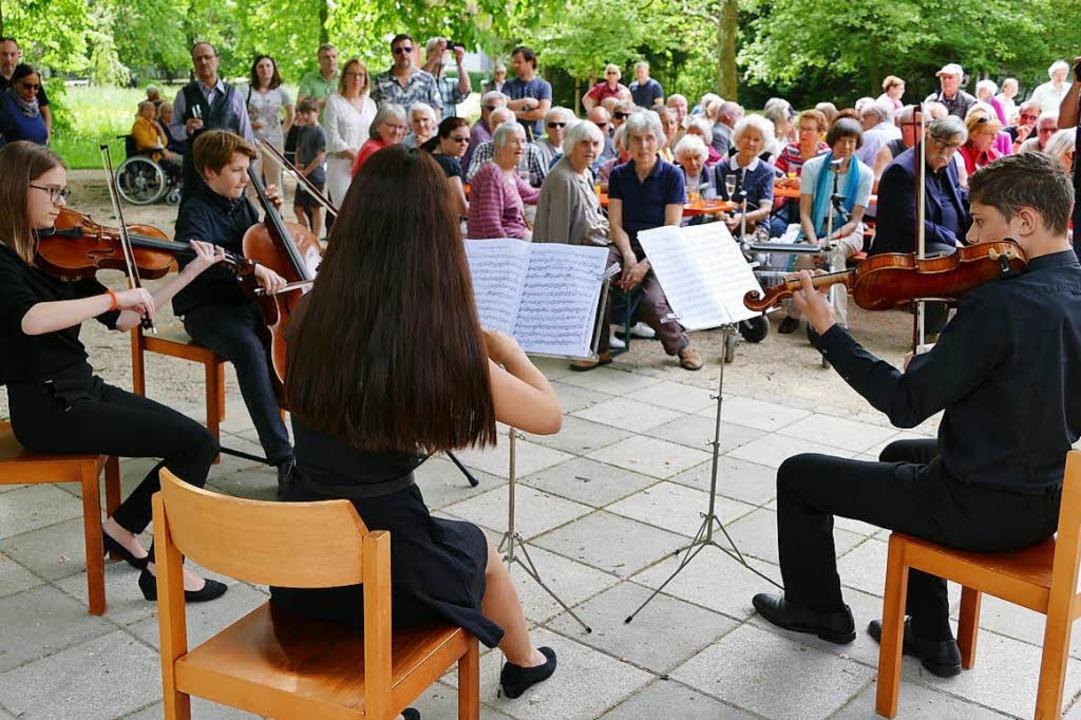 Das Alcina-Quartett unterhielt die Gäste mit klassischer Musik.  | Foto: Jochen Fillisch
