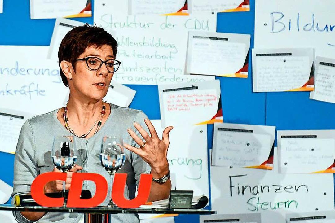 Annegret Kramp-Karrenbauer spürt der S... CDU-Basis  im Konstanzer Konzil nach.  | Foto: dpa