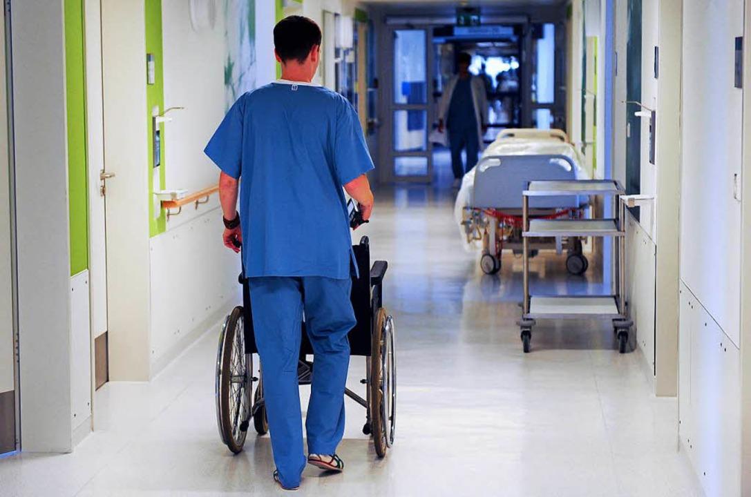 Wo die versprochenen Pflegekräfte herkommen sollen, kann niemand sagen.  | Foto: dpa