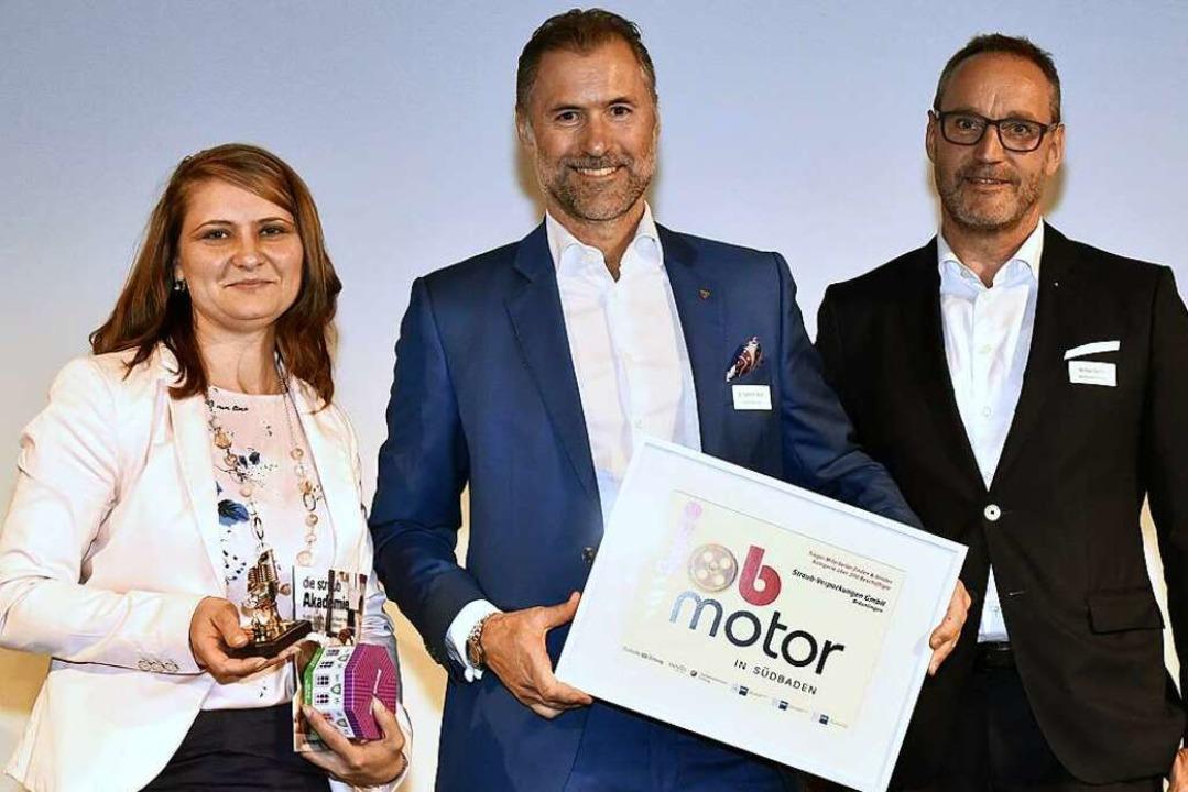 Viktoria Amann (li.) und Steffen Würth...burg, bei der Jobmotor-Preisverleihung    Foto: Thomas Kunz