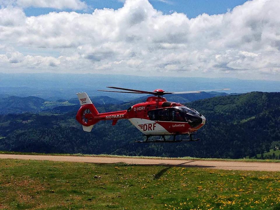 Der Rettungshelikopter flog die Verletzte in die Uniklinik nach Freiburg.  | Foto: Bergwacht Schwarzwald