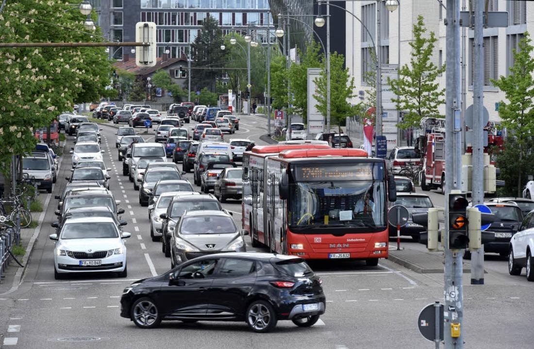 Stau hat es auch auf der Schnewlinstraße Richtung Hauptbahnhof gegeben.  | Foto: Thomas Kunz