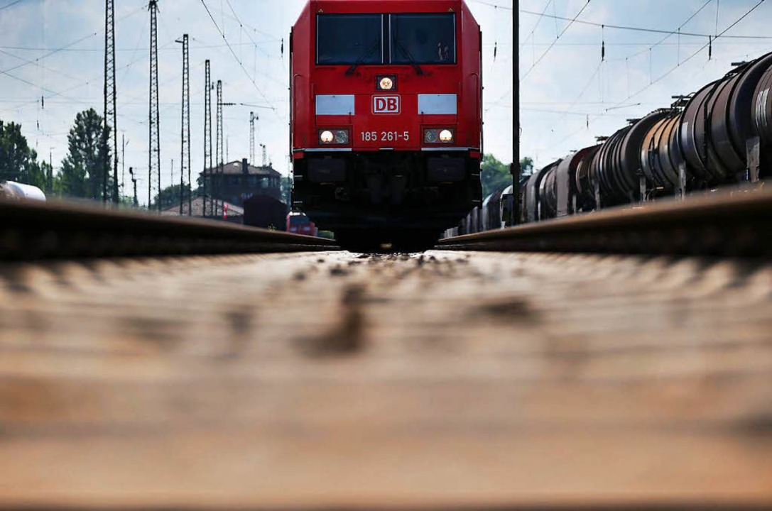Eine der ungeklärten Fragen bezüglich ...hnet die Bahn eigentlich? (Symbolbild)  | Foto: dpa