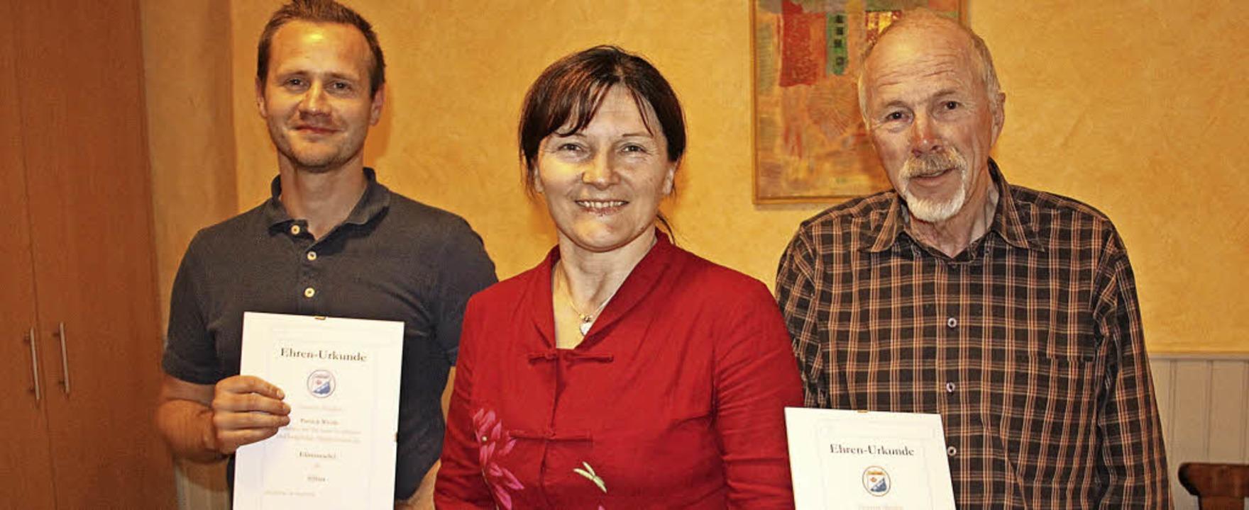 Ausgezeichnet: TSG-Vorsitzende Hella P...ck Weide (links) und Norbert Lehmann.   | Foto: Monika Weber