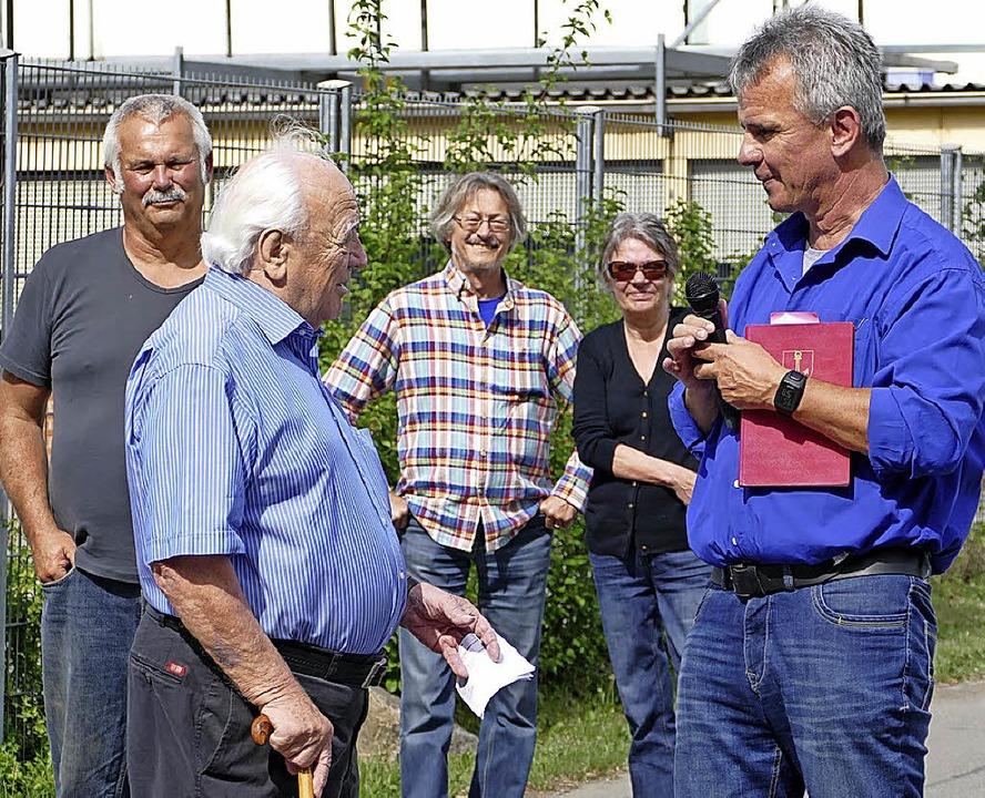 Altortsvorsteher Rung, Manfred Wampfler und Ortsvorsteher Hofmann (von links)  | Foto: Yvonne Siemann