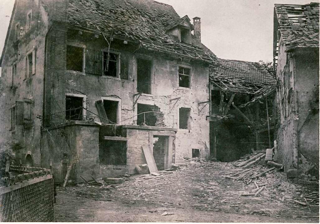 Das Haus der Familie Müller nach dem Bombenangriff   | Foto: Repro: Scheer