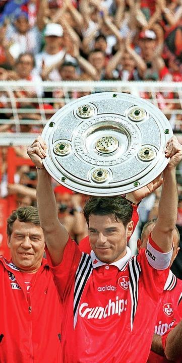 Damals war's: 1998 feierten Trai.... FC Kaiserslautern die Meisterschaft.  | Foto: dpa