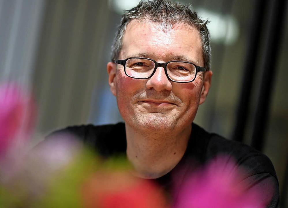 Lars Hattwig hat gut Lachen, er muss d...n, um finanziell überleben zu können.   | Foto: dpa