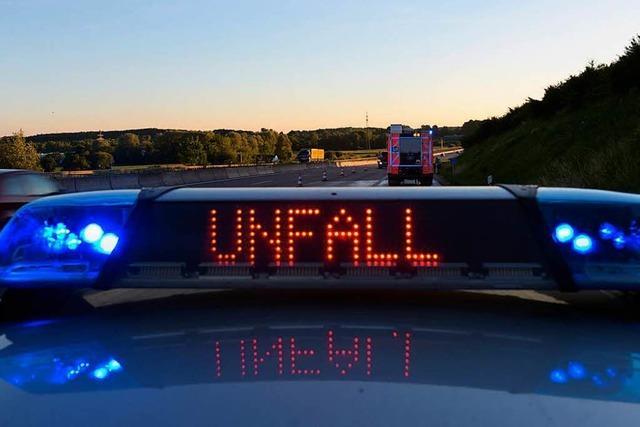 Zeuge gesucht: Schwerer Unfall nach nächtlichem Privatrennen auf der Zollfreien