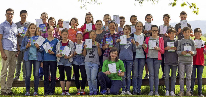 Die erfolgreichen Schülerinnen und Sch... der Klasse 6b (in der Mitte kniend).   | Foto: Thomas Steuber