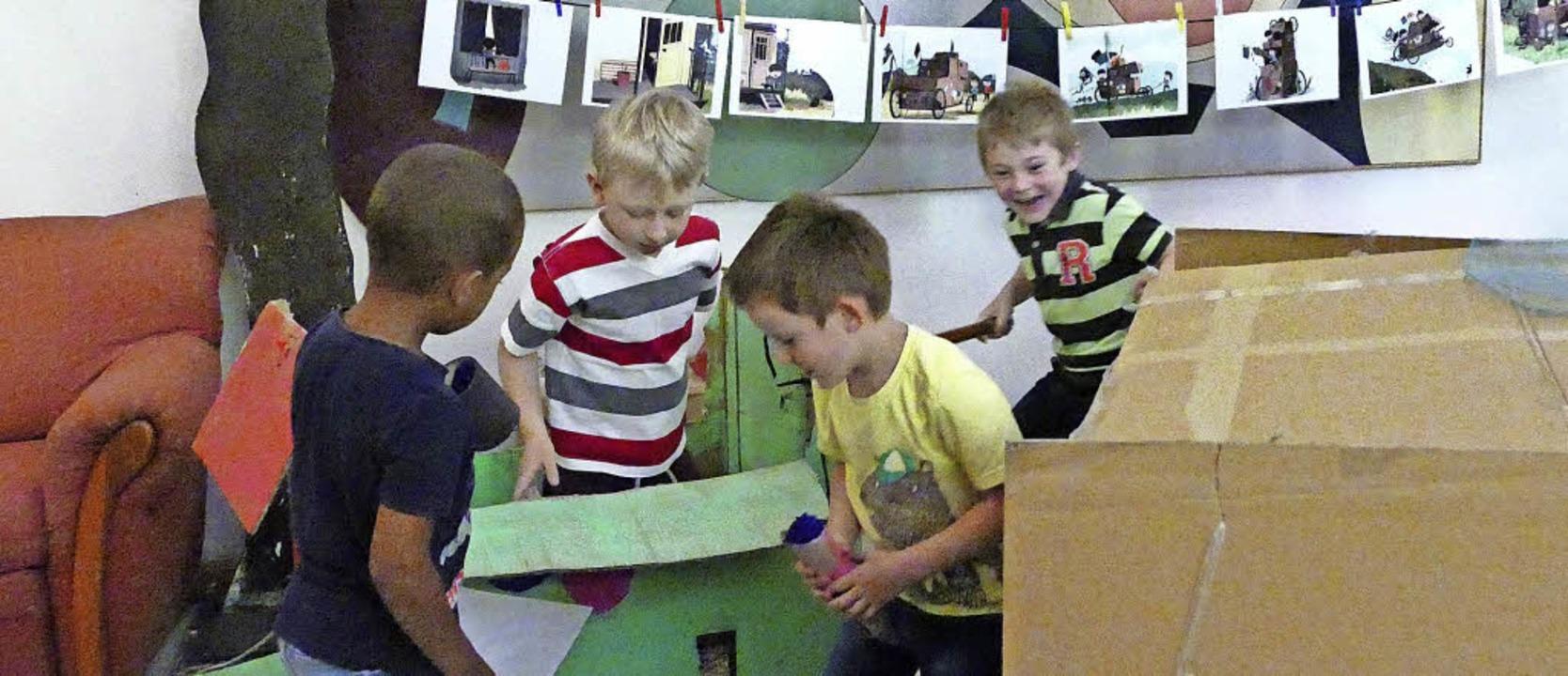 Die Kinder der Sprach-Kitas Bärenfels ...en Auggener Weg gleich zeigen mussten.  | Foto: Helena Hiss