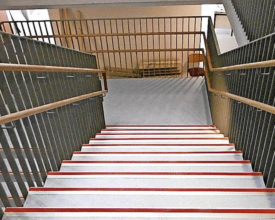Der neue Bodenleger hat den Treppenumbau in der Alemannenschule abgeschlossen.   | Foto: Gemeinde