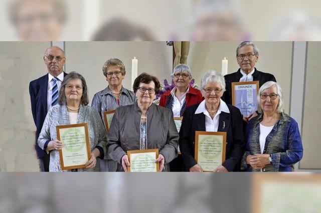 Gemeinde und Chor singen um die Wette