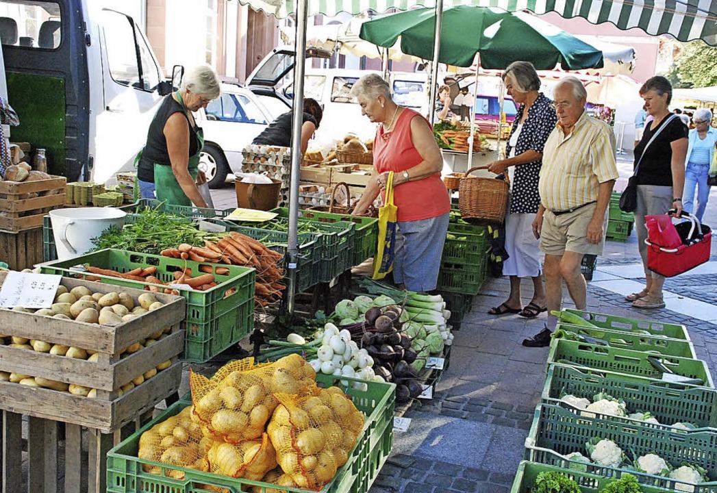 Wer nach dem Marktbesuch schwere Einkä...e wissen, meinen die Marktbeschicker.   | Foto: Schmidt