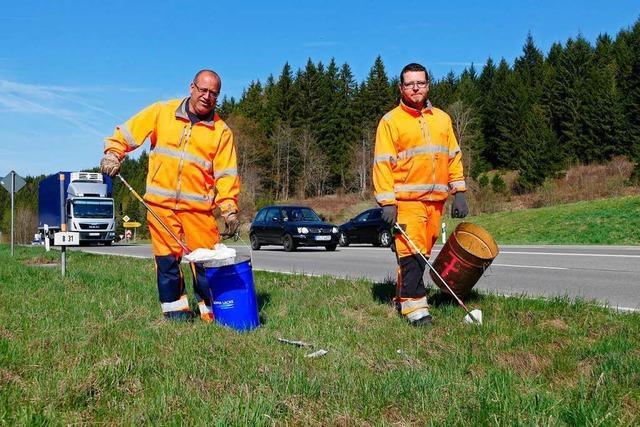 Straßenmeisterei Titisee sammelt mehr als 200 Säcke voller Müll entlang der B31