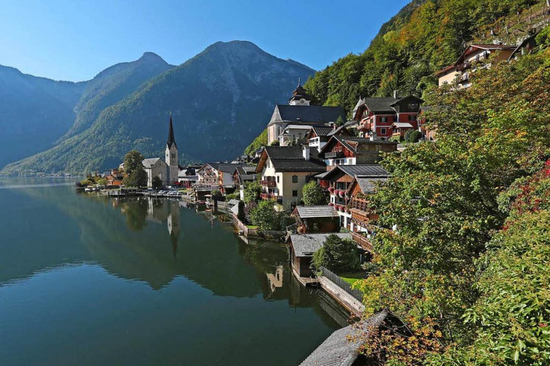 Idylle am Hallstätter See:  Rund um da...utsch-österreichischen Salzalpensteig.  | Foto: dpa-tmn