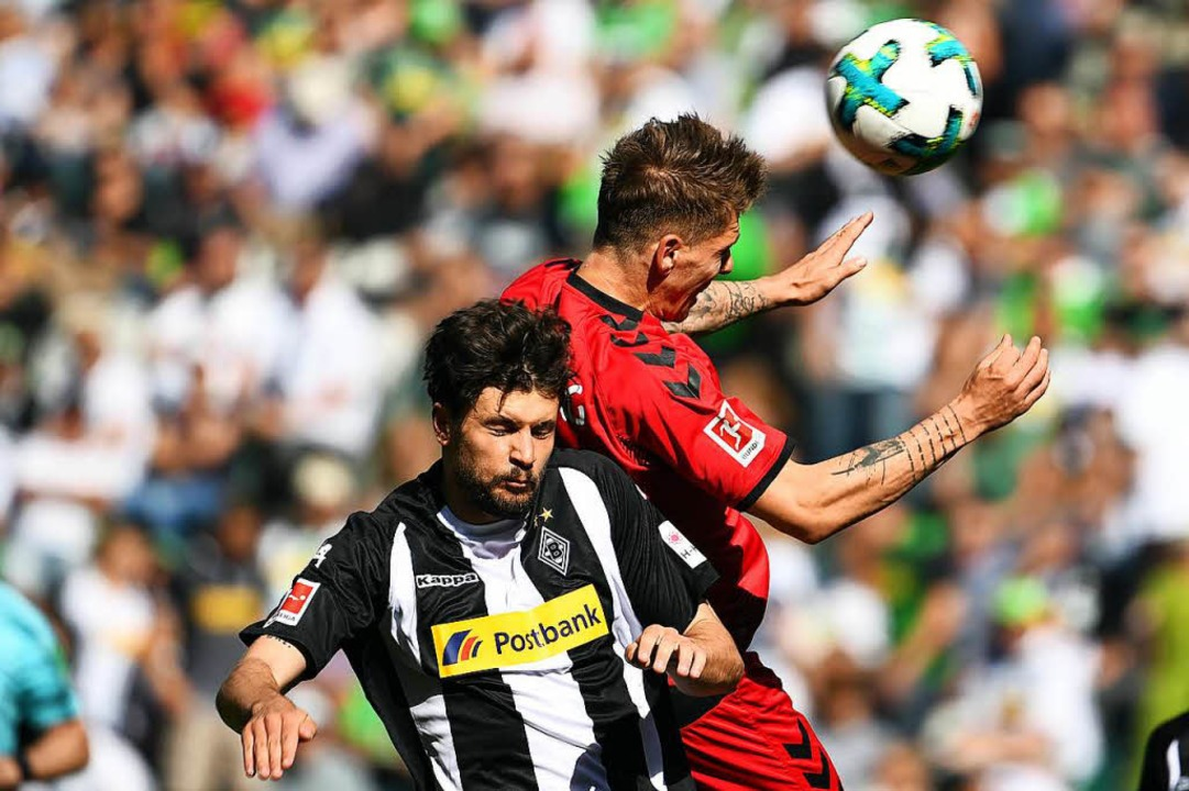 Für den SC Freiburg setzte es in Mönch...agierter Leistung eine 1:3-Niederlage.    Foto: dpa