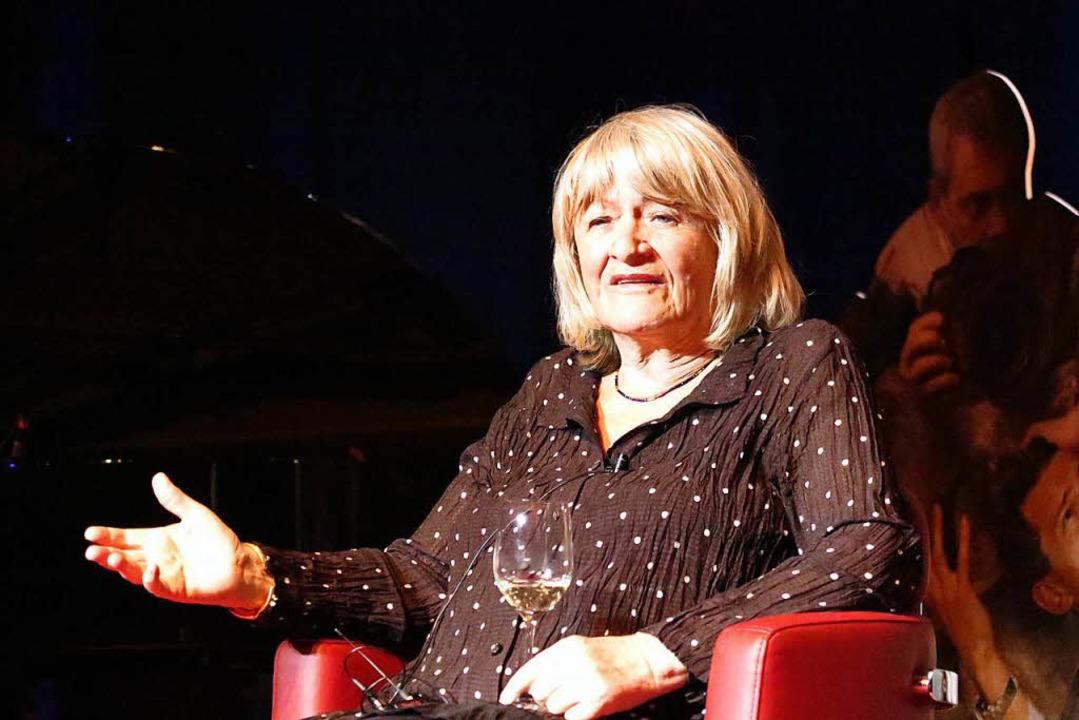 Milde:  Alice Schwarzer beim Bühnengespräch im Bürgerhaus Müllheim  | Foto: Beatrice Ehrlich
