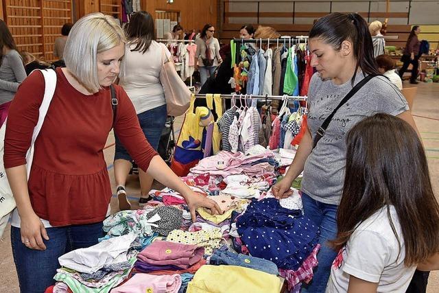 Großer Andrang bei Kinderkleiderbörse