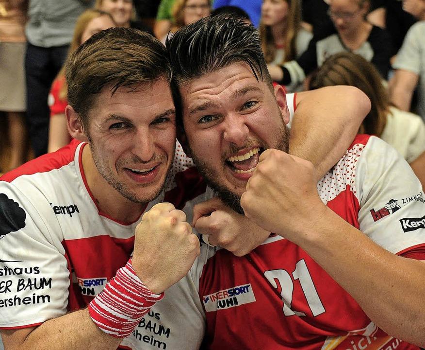 Jubeln auf der Bank: Wito Göpper (links) und Jason Peter.  | Foto: Pressebüro Schaller