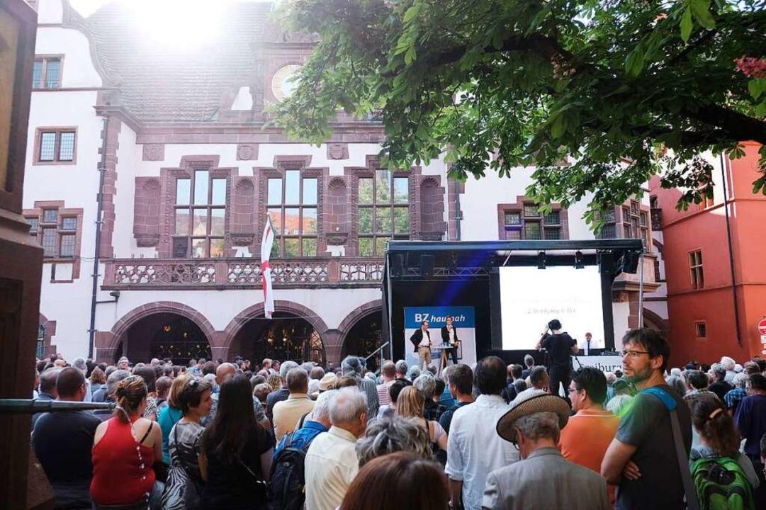 Großer Andrang auf dem Rathausplatz  | Foto: Miroslav Dakov