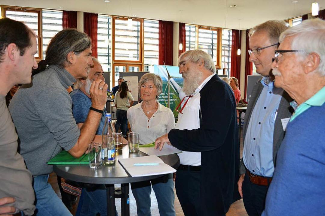 Das Angebot zur Diskussion wurde von m...ts) mit Projekt-Kritikern im Gespräch.  | Foto: Paul Berger
