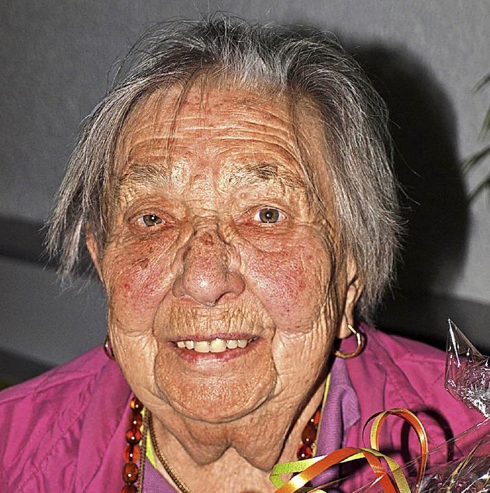 Ruth Wölfle aus Hausen wurde für 70-jä...haft bei der Arbeiterwohlfahrt geehrt.  | Foto: Paul Schleer