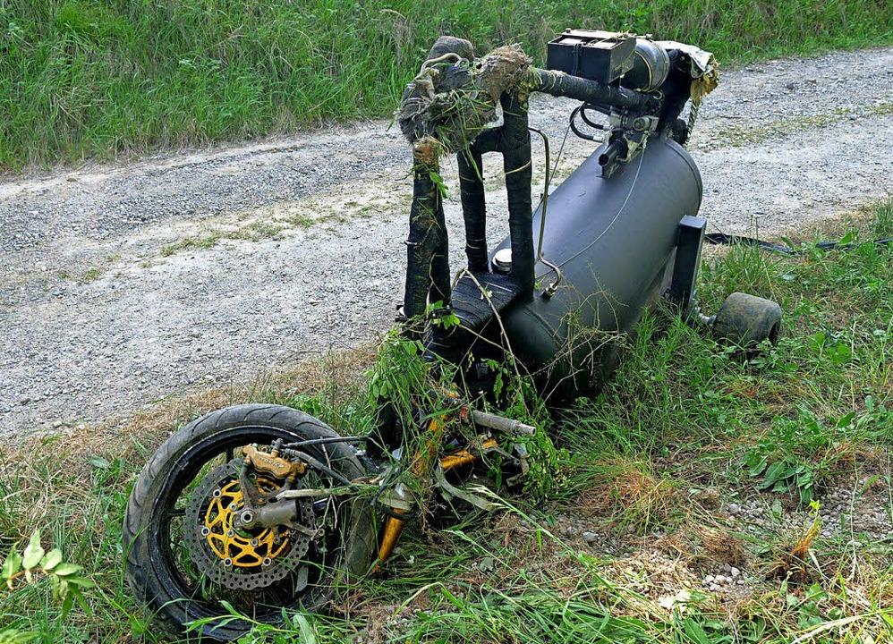 Gissys raketenbetriebenes Dreirad  an der Unfallstelle  | Foto: Kamera24