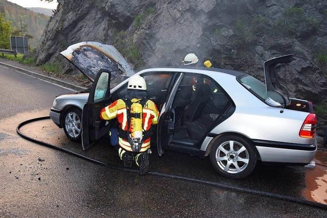 Mercedes brennt beim Kreuzfelsen aus