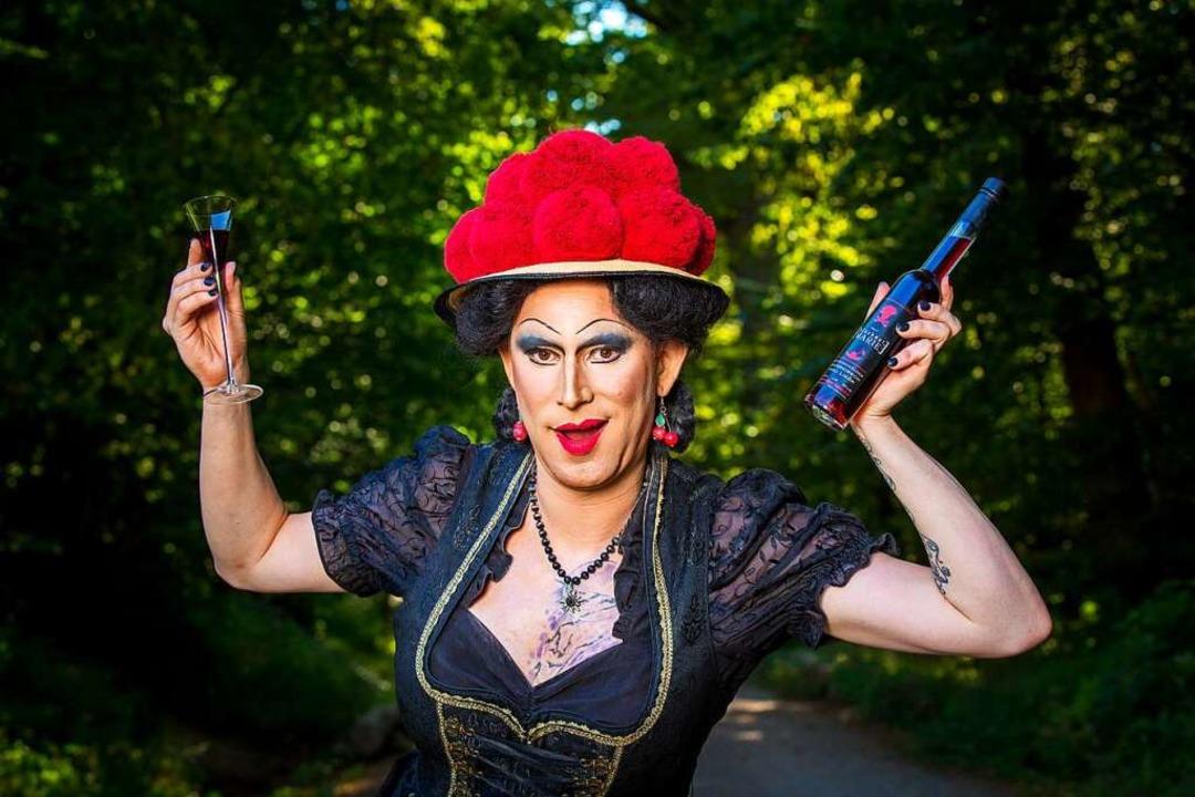 Freiburgs Grande Dame des Showgeschäfts: Drag Queen Betty BBQ  | Foto: Michael Steck