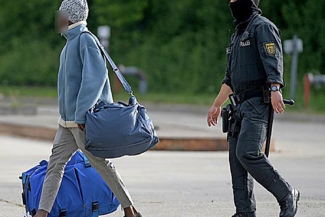 Die Männer fliehen vor der Armut, die wir mit verursachen
