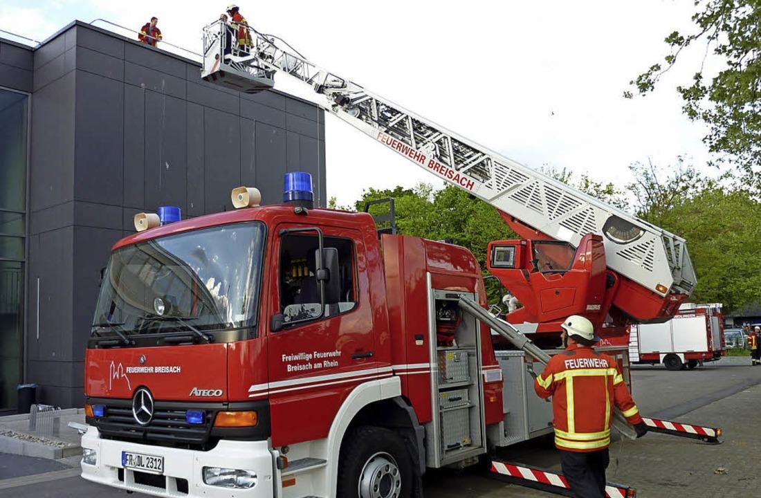 Feuerwehrleute aus Breisach bei ihrer Arbeit.  | Foto: privat