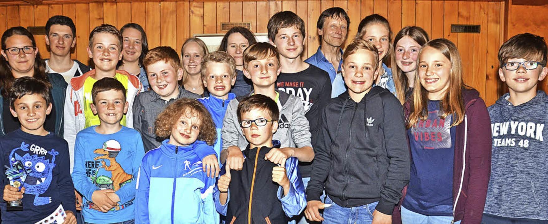Die aktiven Kinder und Jugendlichen mi...n beim Winterabschluss im Mittelpunkt.  | Foto: Markus Straub