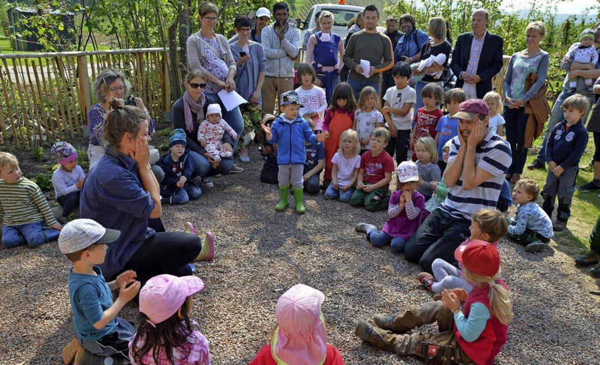 Die Kindergartenkinder sangen bei der Eröffnung ein Lied über die Pusteblume.    Foto: Rebecca Kiefer