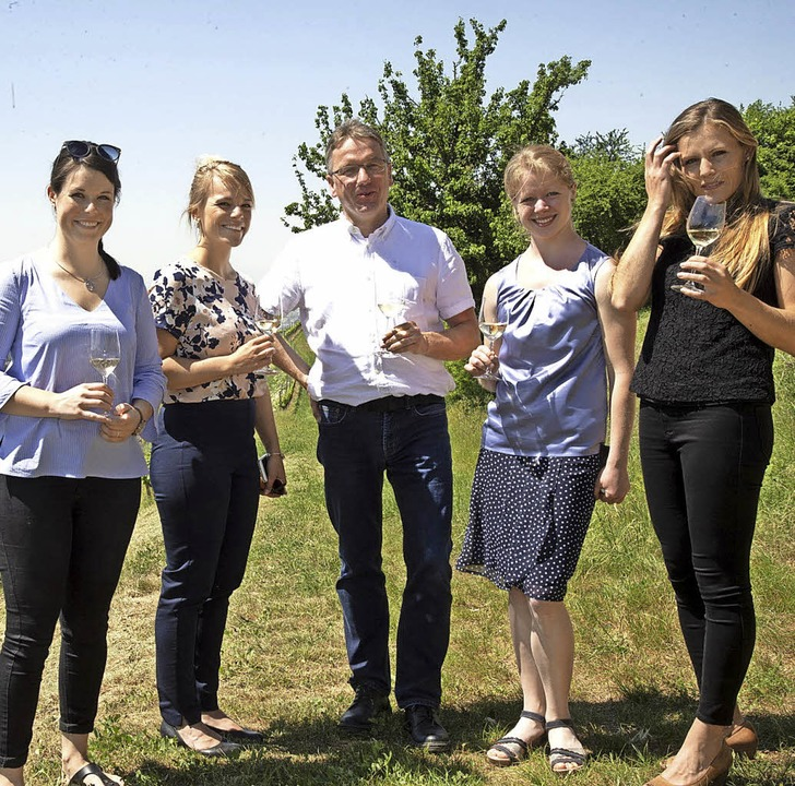 Weinhoheiten auf Stippvisite am Römerb...n Charlotte Freiberger und Laura Lahm   | Foto: Volker Münch