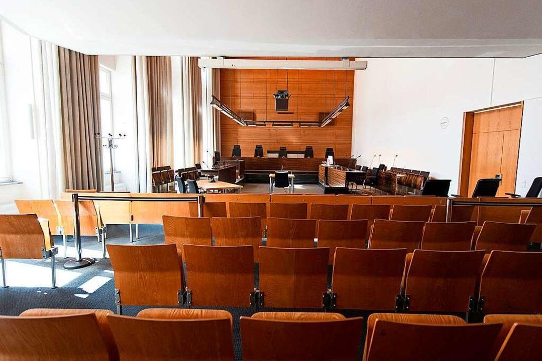 Die Verhandlung findet im großen Saal des Landgericht Freiburg statt.  | Foto: dpa