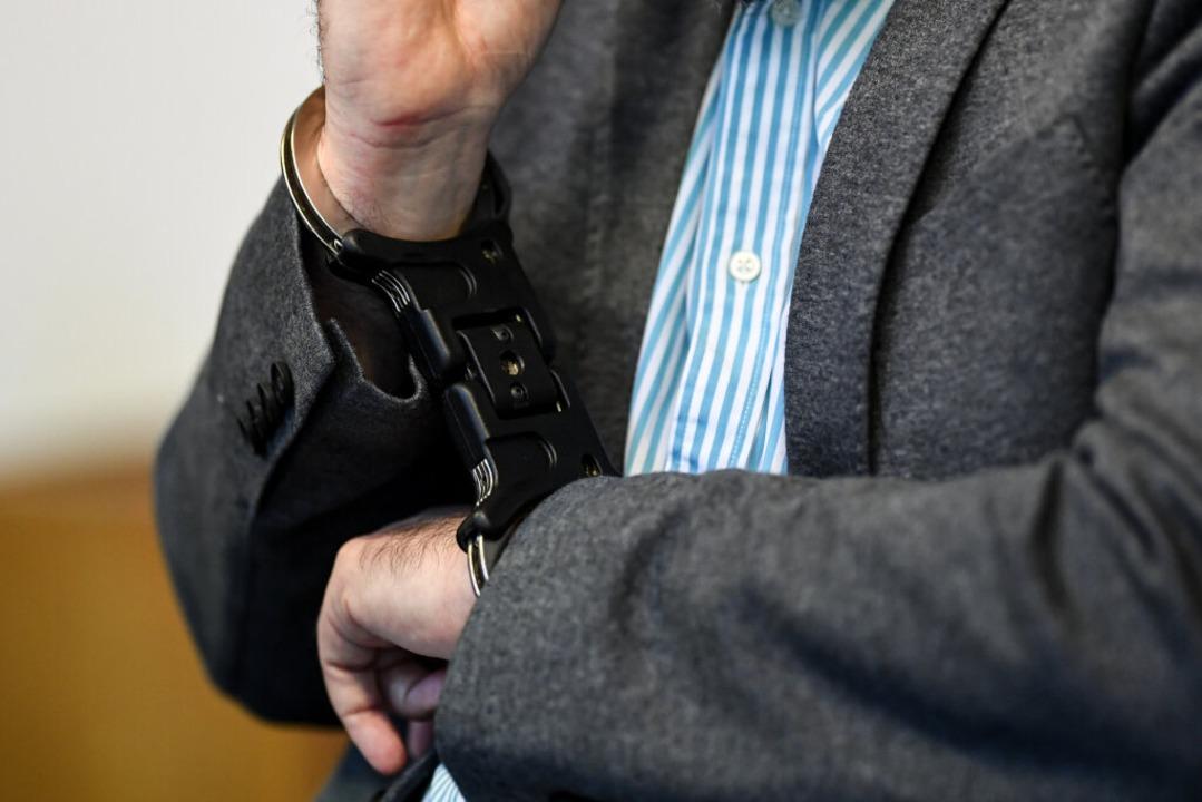 Knut S. am Montag im Gerichtssaal.  | Foto: dpa