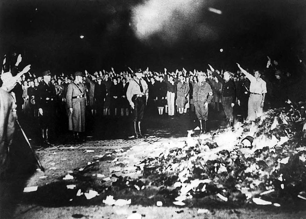 """Der 10. Mai 1933 ging als Tag der Büch...rannten Bücher"""" vom 05. Mai 2008)    Foto: dpa"""