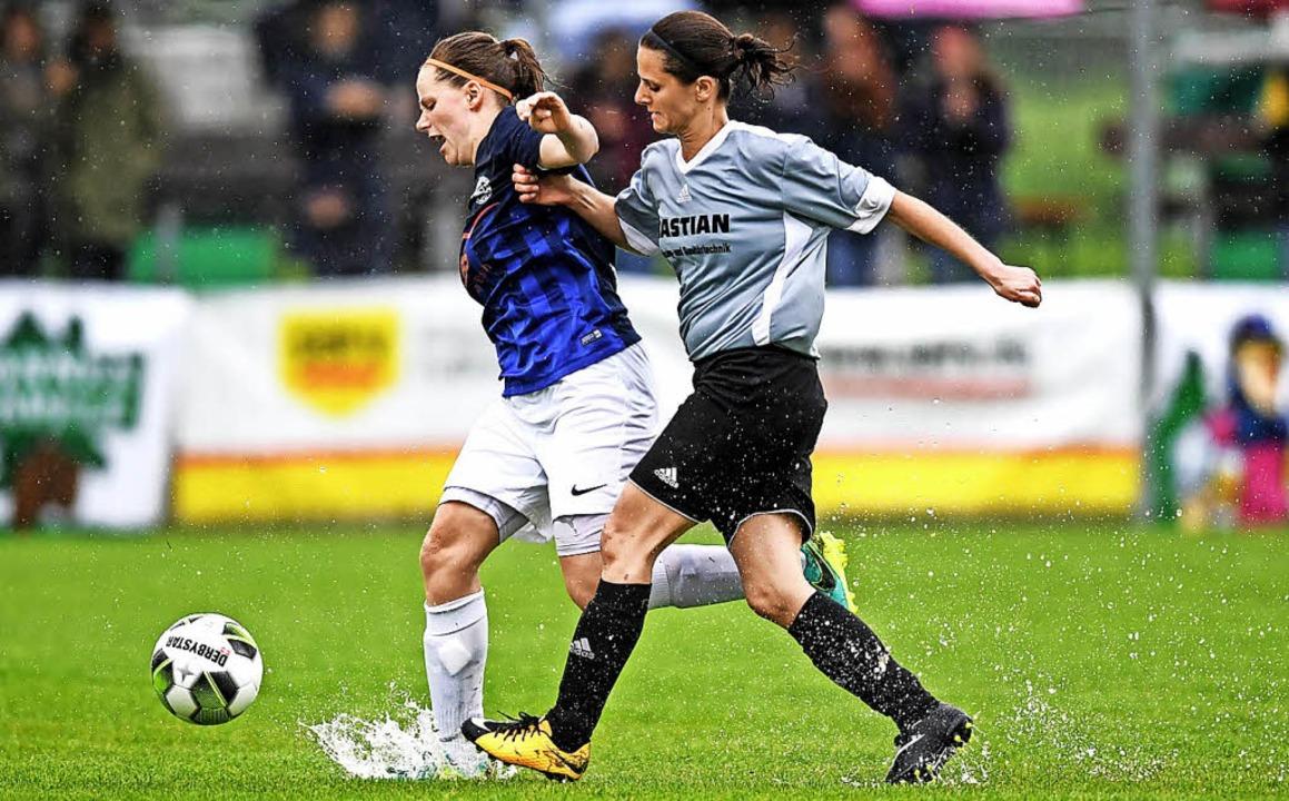 Wasserspiele im  Pokalfinale der Fraue... und der SG Hausen (Kerstin Selinger)   | Foto: Seeger