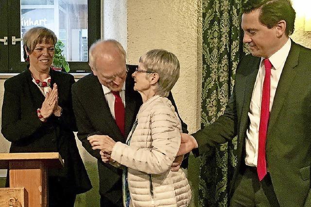 Eine rote Rose für jedes Jahr SPD-Mitgliedschaft